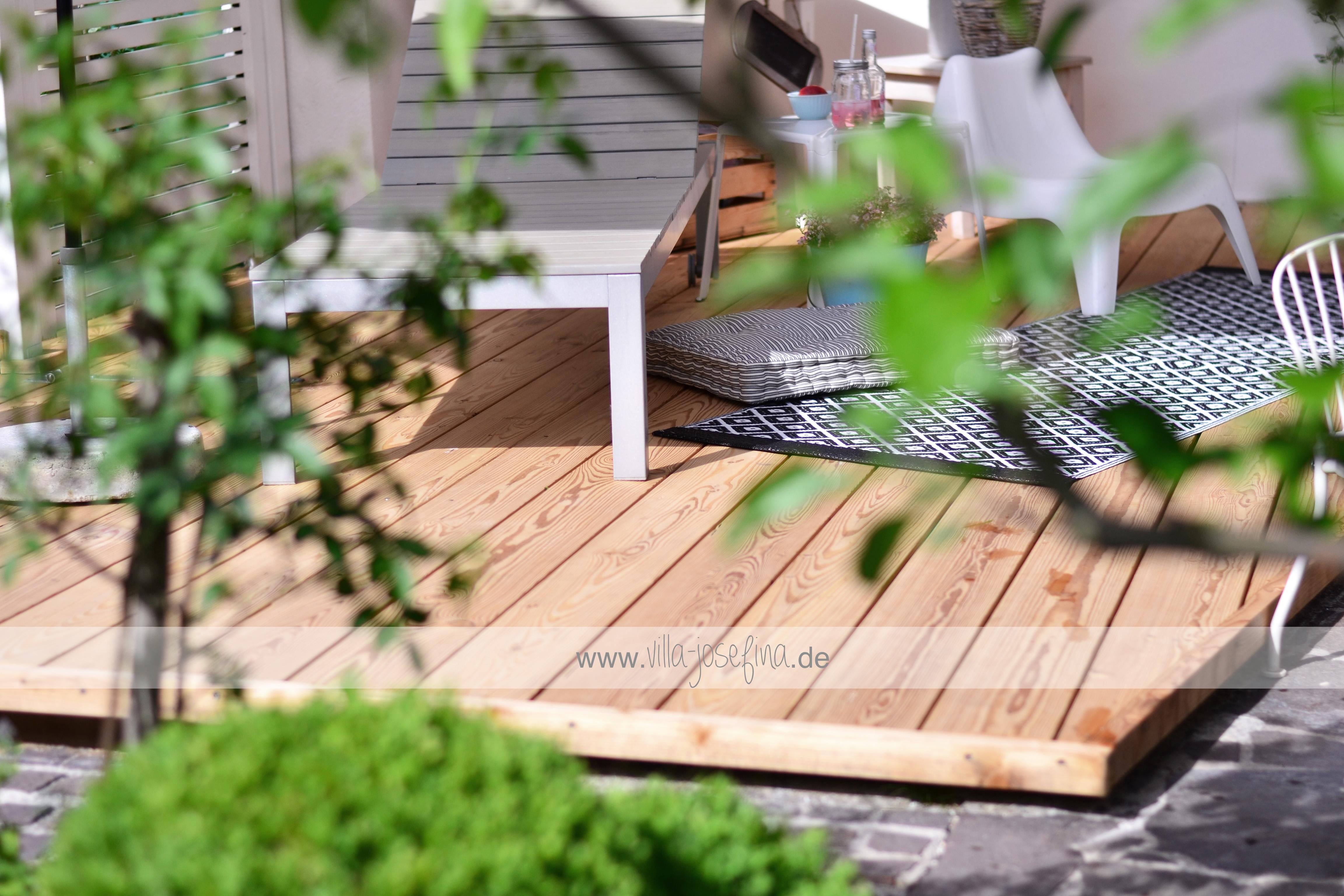 gro e liebe unsere neue holzterrasse villa josefina. Black Bedroom Furniture Sets. Home Design Ideas
